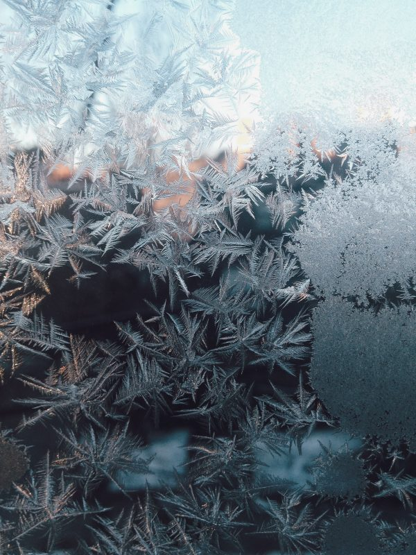 Snø på vindu, iskrystaller